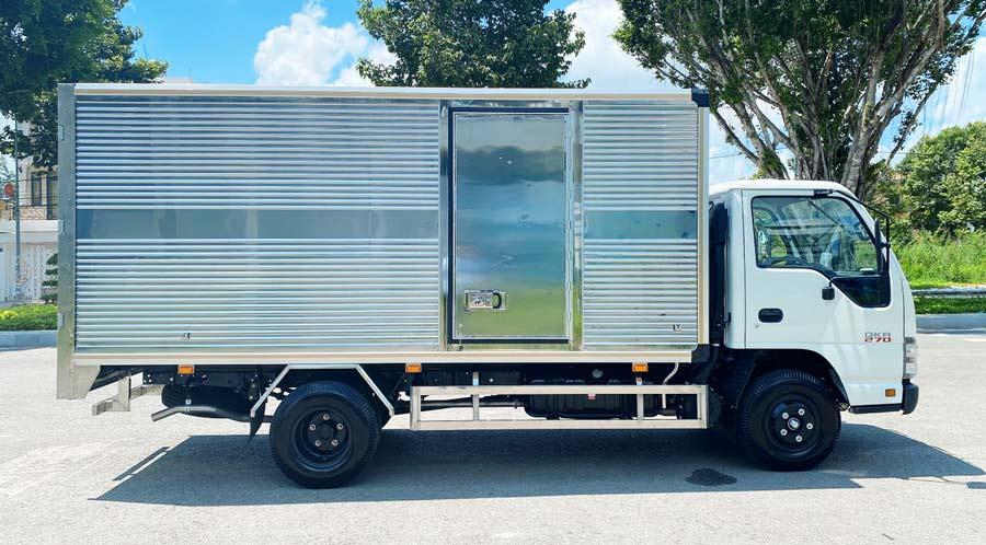 Xe tải Isuzu QKR 270 thùng kính