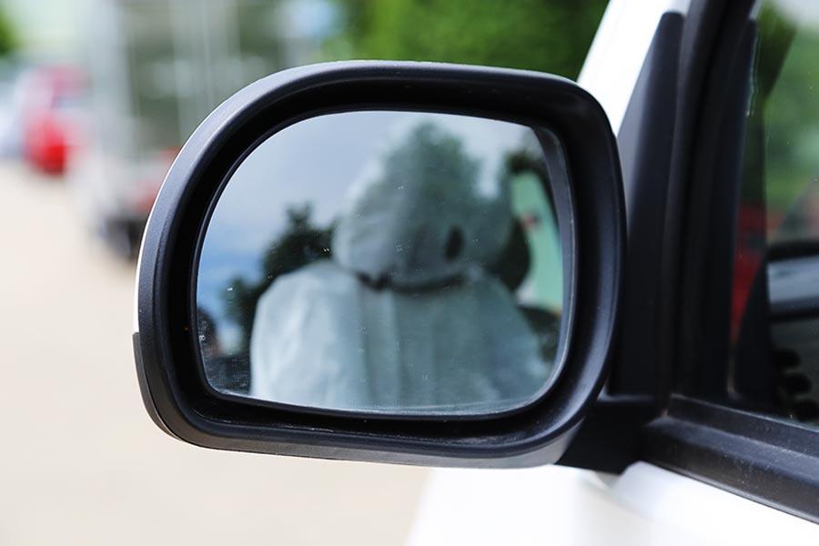 Gương xe được thiết kế kế đẹp, với góc quan sát rộng
